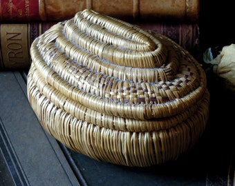 Vintage Ethiopian Basket / Oval African Basket / Ethiopian Basket with Lid / African Straw Basket  / Coiled Basket / Lidded Basket