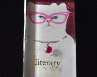 literary critic cat necklace