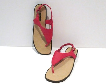 Pink T Strap Sandals Vintage Between The Toe V Shape Sandals Flats Classic Thong Style Boho Hipster Size 8.5 1990s does 1960s Flip Flop Mod