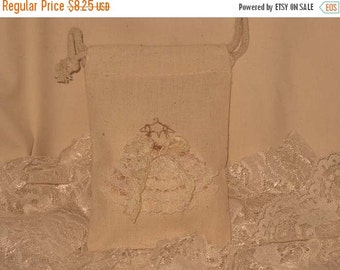 Christmas in July Muslin Wedding Shower Party Favor Gift Pouches Adorned with Lace