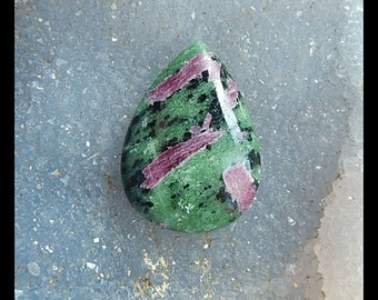 New,Ruby And Zoisite Cabochon,35x25x8mm,11.58g
