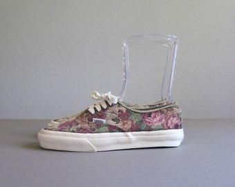 Vintage 1990s Vans USA Sneakers. 90s Womens Pink Floral Tapestry Vans Shoes. Made in the USA. Size 9