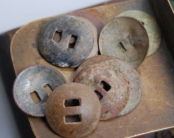 Set of 10 antique brass Buttons. Primitive finding (n5)