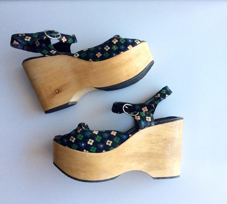 1970s floral wooden platform shoes size 7