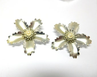 Vintage Flower/Star Earrings Silver & Pearl 3D 60s Mod Atomic Fashion Parties