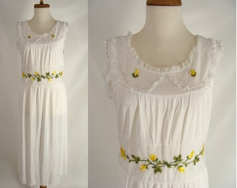 vintage 40s 50s Silky White Nylon Nightgown w/ Yellow Tulip Rose Flower Embroidery Applique n Lace Nightgown Wendy Peter Pan size L 12 14