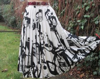 Pleated Skirt / Pleated Skirts / Skirt Vintage / EUR 46 / 48 X UK18 /  20 / Lining / Side Zipper / Big / Large /  Black / White