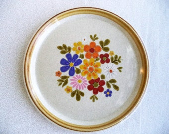 """Bright flowers Mikasa plate/ Made in Japan flower platter/ multi color flowers and leaves glass plate/ 10 3/4"""" round plate"""