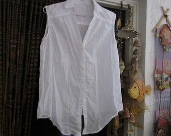Asymmetrical Hemmed Buttoned Down Sleeveless White Cotton Blouse, Vintage - Medium