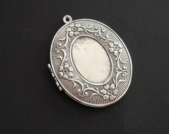 Large Oval Victorian Photo Locket Ox Silver Brass With 25x18 Recess Pendant.