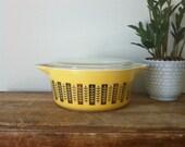 Rare Yellow Gourmet Pyrex Casserole 475-B. HTF Pyrex.