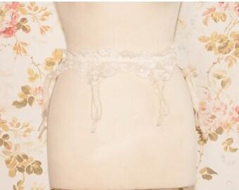 "Vintage 1970s Cream Lace Garter Belt, Suspender Belt. Waist Circumference: 25 - 32"""