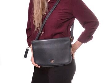 HOLIDAY SALE 1980s Carriage House vintage crossbody purse / medium size soft black leather purse / shoulder strap handbag