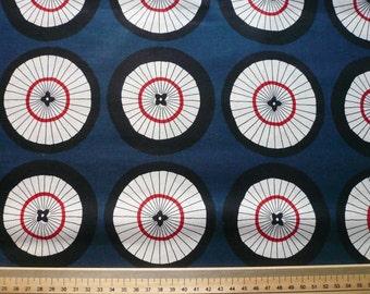 Tissu Japonais motif grandes ombrelles fond bleu- 20 cm
