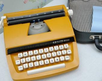 Petite International Deluxe Typewriter