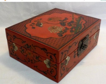 Sale Vintage Chinese Wood Jewelry Box Organizer/Chinese Boxes/Asian Decor/Home Decor 1950s