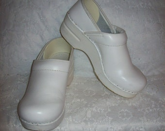 Vintage Ladies White Leather Clogs Nursing Shoes by Dansko Size 36 Only 12 USD