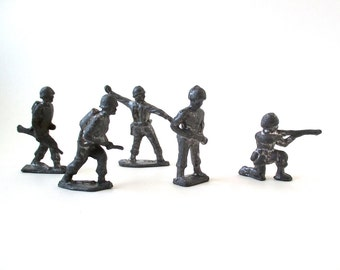 Vintage Tin Army Soldiers 1940s, collectible, WWII army men, set #1
