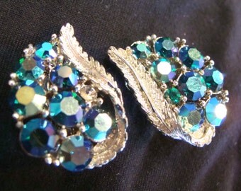 gorgeous SIGNED LISNER vintage RHINESTONE clip earrings teal