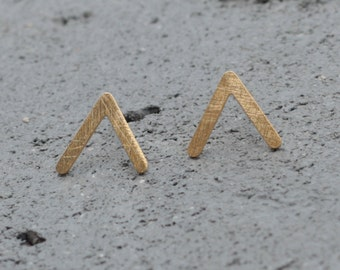 Small V Earrings , Golden Post Earrings, Arrow Earrings , Geometric Earrings , Modern Earrings , Gold Triangle Earrings , Half Triangle
