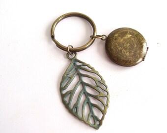 Rustic Locket Keychain, Verdigris Leaf Keychain, Antiqued Brass Locket, Unisex Locket Keychain, Men's Locket, Unisex Keychain, Nature Lover