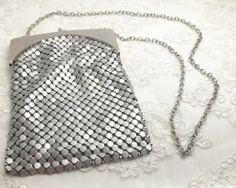 Vintage Silver Metal Mesh Evening Bag Purse, wedding, silver chain strap M103