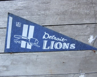 Vintage Football Pennant Detroit Lions 5 x 11 Inch 1980s Era NFL Small Mini Felt Pennant Banner Flag Distressed Vintage Display Sports