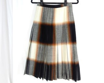 Reversible wool skirt, ombre wool, grey and black, plaid, ladies, woman's, 26 inch waist, Highland Queen, Canada