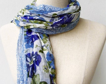 SALE - LAST ONE Blue Floral Print Wrinkled Scarf