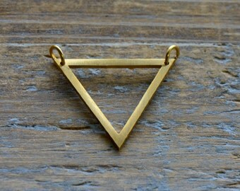 Small Triangle Outline Charm Link Brushed 24k Gold Plated Stainless Steel Geometric Triangle Minimal Jewelry Pendant (AQ032)