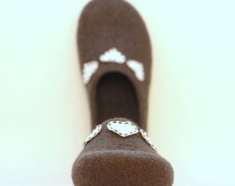 SALE Women house shoes - felted wool slippers - Valentine day gift  - grey with white hearts