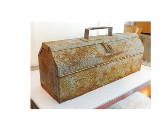 """18"""" Rusted Metal Toolbox Clam Shell Lid Handled Tray STEAMPUNK!"""
