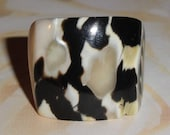 Pretty MOP Mother Of Pearl Shell Vintage Carved Size 5 Ring