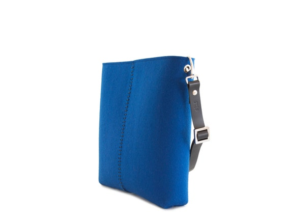 Felt SMALL CROSSBODY BAG with leather strap / crossbody purse / small shoulder bag w/ zipper / blue felt bag / wool felt / made in Italy