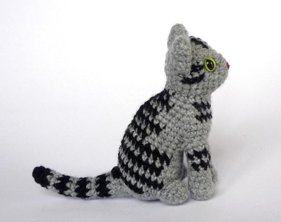 Amigurumi Tabby Cat : Realistic cat amigurumi: silver tabby