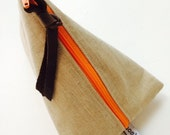 SUN BAG  Beige Linen look w gold flecks Triangle Pouch, miniclutch, stash bag, cosmetic bag, beige gold, orange zipper, lined, remnant fabri