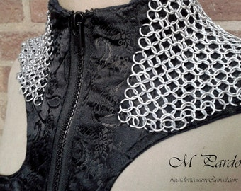 Black jacquard vest with high neck and chainmail shoulders and fringe SIZE Spanish 38-40