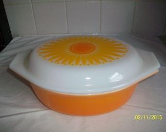 VINTAGE Pyrex Sunflower Daisy Casserole Dish Bowl 1 1/2 qt Orange Yellow Lid 043 EXC