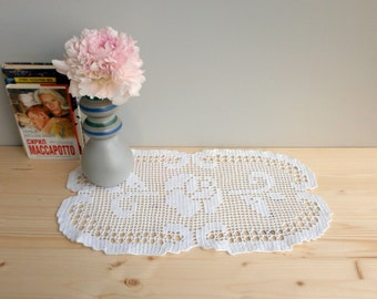 Filet crochet White lace Oval small Floral Doily Tablecloth centerpiece Table runner Wedding Home Living room decor doily Cottage chic