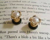 Dainty gold wrapped pearl plugs - 8g - 0g