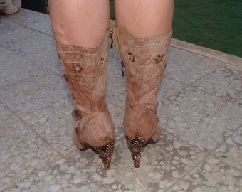free shipping Italian boots hand made in suede leather circa 1980's size 36