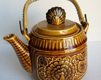 Vintage Brown Teapot, Peacock Teapot, Rattan Handle Teapot, Seventies Decor, Earth Tone Kitchen, Japanese Teapot