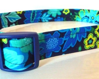 """Floral Dog Collar - Dark Blue, Turquoise & Chartreuse -""""Julie""""-Free Colored Buckles"""