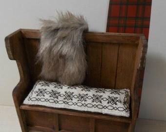 1/12th Medieval/Tudor/Castle miniature Settle/Seat with beautiful hand-embroided cushion