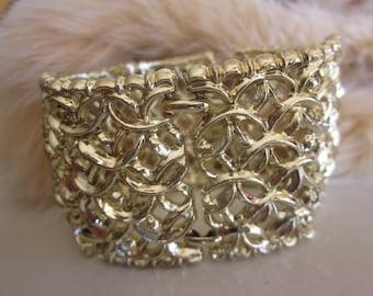Vintage Wide Gold Link Scalloped Bracelet in Bright Yellow Gold Setting, Holiday Bracelet, Statement Bracelet