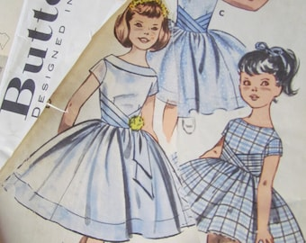 """Vintage  Size 32"""" Bust, Full Skirted Party or Bridesmaid Dress - Butterick Sewing Pattern No 9543. Damaged Packet"""
