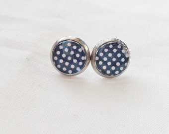 Earrings, cabochon, studs, ear studs, white polka dots on bottom marine, 10 mm, made in Quebec, retro pattern vintage, stainless steel