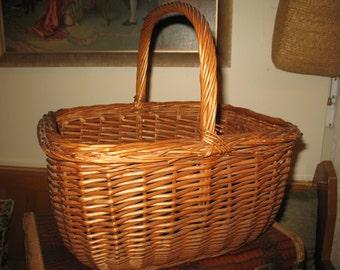 Vintage wicker basket. Hand woven basket.