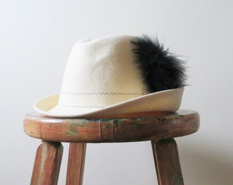 80s George Bollman Fedora Cream Wool with Black Feather Detail Made in USA