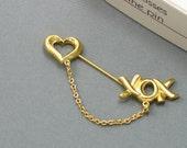 Vintage AVON 'Love & Kisses' Chatelaine Pin (1989) with original box. Valentines Jewelry. Vintage Avon Stick Pin